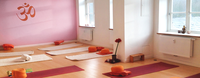 raum f r yoga eckernf rde yoga angebote auf der carlsh he 42. Black Bedroom Furniture Sets. Home Design Ideas